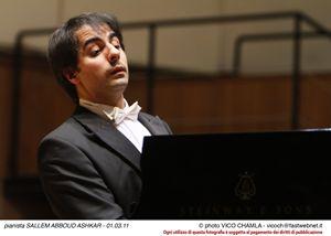 Saleem Abboud Ashkar durante il concerto al Conservatorio di Milano.