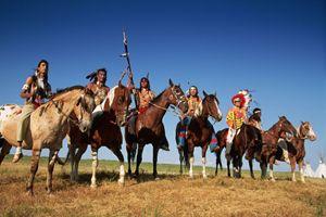 Guerriere Sioux e Cheyennes durante una rievocazione storica (foto Corbis).