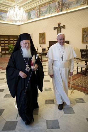 Roma, Vaticano, 20 marzo 2013. Papa Francesco incontra Bartolomeo, il Patriarca ecumenico di Costantinopoli. Foto Reuters/Osservatore Romano