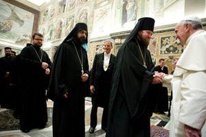 Roma, Vaticano, 11 gennaio 2014. Papa Francesco con alcuni esponenti delle chiese orientali. Foto Reuters.
