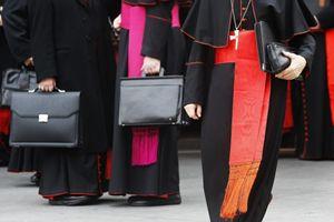 Vescovi e cardinali. Foto Ansa.