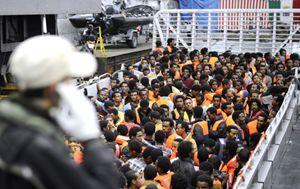 Una fase dell'operazione Mare Nostrum (Reuters).