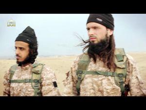 Maxime Hauchard (a destra), il ragazzo francese riconosciuto nell'ultimo video dell'Isis.