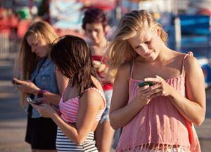 Safer Internet Day, adolescenti 'drogati' di web. Genitori inconsapevoli