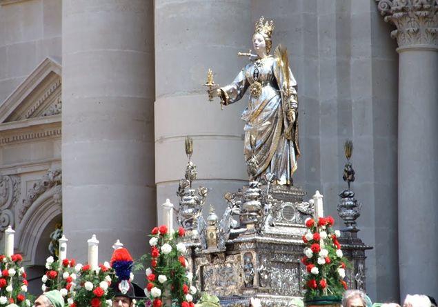 Santa Lucia La Martire Che Porta I Doni Ai Bambini Famiglia Cristiana