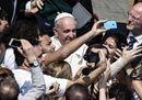 Palme a San Pietro, selfie e mate per Francesco