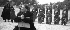 Roma, città aperta, di Roberto Rossellini: don Pietro sta per morire, condannanto a morte dai nazifascisti.