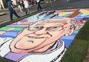 Il Papa disegnato con i fiori