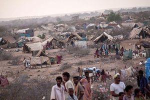 Uno dei tanti campi profughi nati in Yemen dall'inizio della guerra.