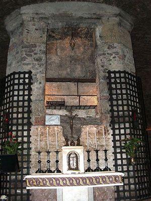 La tomba di San Francesco nella Cripta della Basilica inferiore di Assisi