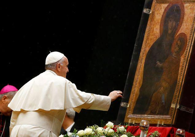 «Il Rosario ci insegna a incarnare il Vangelo nella storia»