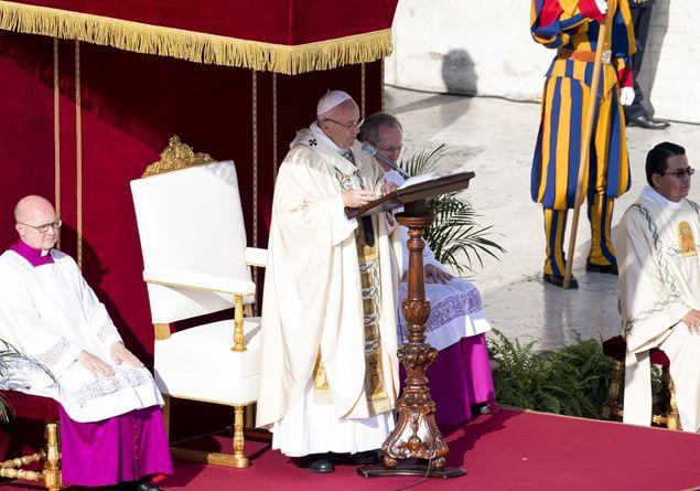 Il Papa chiude il Giubileo: «Dio dimentica il nostro peccato ma si ricorda di noi»