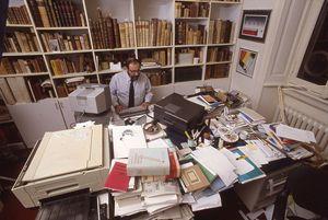 Umberto Eco nel 1982 in una foto scattata in occasione dell'intervista di Vittorio Messori per Jesus