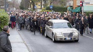 L'immensa folla che ha accompagnato il corteo funebre di Giulio Regeni.