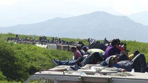 Migranti verso il confine tra Messico e Stati Uniti d'America. Foto Reuters.