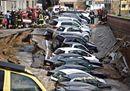 Firenze, voragine inghiotte le auto lungo l'Arno