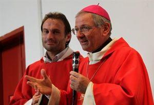 don Pozza  assieme al vescovo di Padova, monsignor Claudio Cipolla