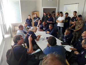 La riunione della protezione civile ad Amatrice presieduta dal capo dipartimento Fabrizio Curcio