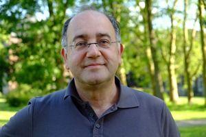 L'economista Luigino Bruni, docente alla Bicocca e alla Lumsa, consulente della Cei, esperto del Terzo Settore e tra i più impegnati sul fronte dell'etica e dell'economia