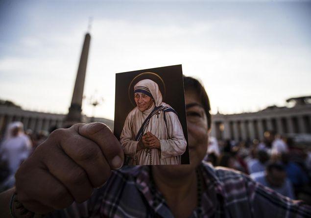 """""""Madre Teresa è santa affinché il mondo possa contemplarla"""""""
