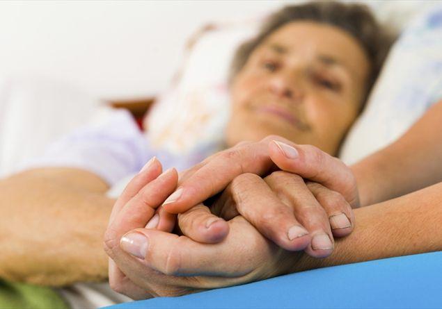 La fatica di chi cura e la mancanza di servizi