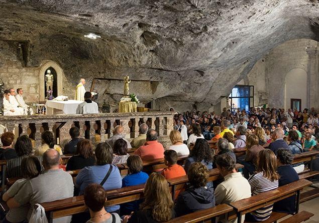 Santuario di Monte Sant'Angelo. Nella grotta dell'arcangelo Michele