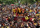 Devotees jostle one34.jpg