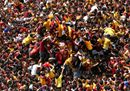 Devotees jostle to39.jpg