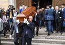 Comici, politici e il prete-tifoso don Paolo per l'addio ad Aldo Biscardi