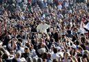 Pope Francis waves25.jpg