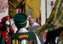 Il Papa all'udienza con gli sbandieratori di Alba
