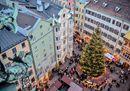 5. Innsbruck: il grande albero di Natale in centro, circondato dai mercatini di Natale