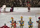 Gli artisti del circo di Cuba si esibiscono davanti al Papa