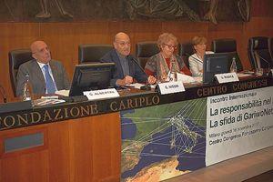 Qui e in copertina momenti del convegno di Milano. Al centro: l'intervento di Gabriele Nissim.