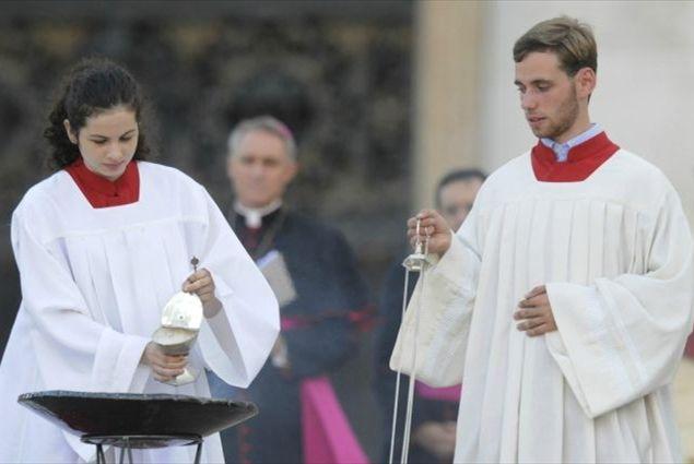 Come Servire La Messa.Quanti Parroci Rifiutano Le Chierichette Famiglia Cristiana