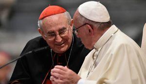 Papa Francesco con il cardinale vicario Agostino Vallini che compirà 76 anni il prossimo 17 aprile