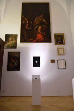 L'opera di Parmiggiani al Centro San Fedele.