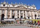 Tramontana e suoni bavaresi per papa Francesco: le più belle foto dell'udienza