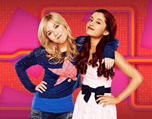 Jennette McCurdy e Ariana Grande (a destra), rispettivamente Sam & Cat sul set di dell'omonima sitcom.