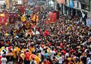 Devotees jostle one11.jpg