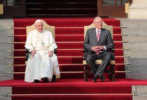 Papa Francesco nel Palacio del Gobierno di Lima durante il discorso alle autorità con il presidente Paolo Kuczynsky