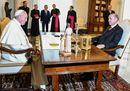 Il sultano incontra Francesco, tra richiami sui diritti umani e proteste filo-curde