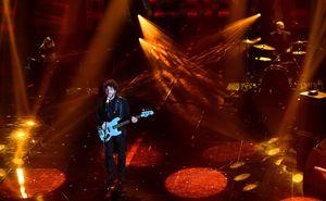 Max Gazzè sul palco dell'Ariston di Sanremo