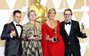 Sa sinistra: Sam Rockwell, Francis McDormand, Allison  Janney e Gary Oldamn