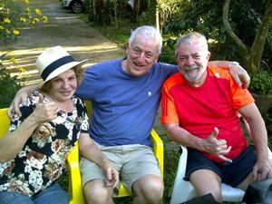 """Antonio Vermigli, direttore della rivista """"In Dialogo"""" tra Lula e la moglie dell'ex presidente Marisa, scomparsa lo scorso anno. Prima di essere arrestato Lula ha partecipato a una Messa in ricordo della moglie."""