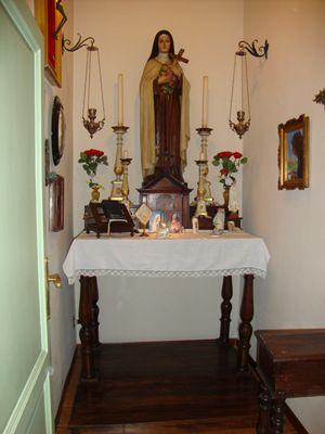 La cappella dedicata a Santa Teresa del Bambino Gesù fatta costruire da Bartali ora è stata donata dalle nipoti, Gioia e Stella, al Museo della Memoria di Assisi