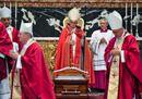 Il Papa a San Pietro per i funerali del cardinale Tauran