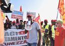 La marcia dei berretti rossi dopo la strage dei braccianti