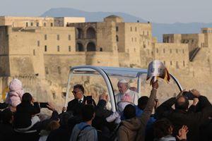 Papa Francesco a Napoli il 21 marzo 2015. Le foto di questo servizio sono dell'agenzia di stampa Ansa.